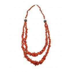 Collana lunga con borchie e corallo