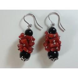 Orecchini argento rodiato, corallo rosso e agata nera